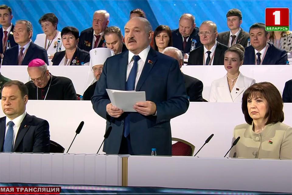 Никто в зале не проголосовал против избрания президиума в том составе, который делегатам был предложен заранее. Фото: скриншот