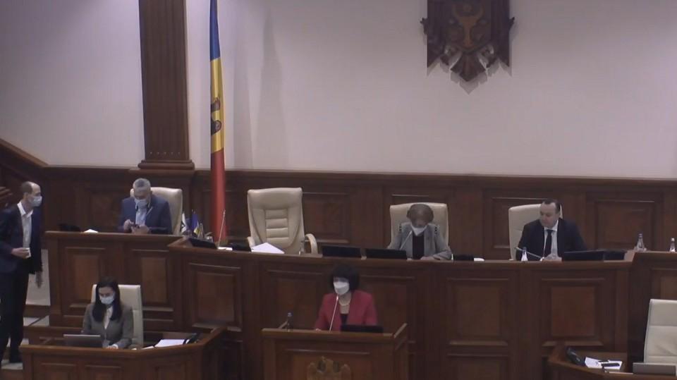 Сегодня в парламенте проходит процедура выражения вотума доверия кандидату Майи Санду по пост премьер-министра Наталье Гаврилицэ. Фото:скриншот видео