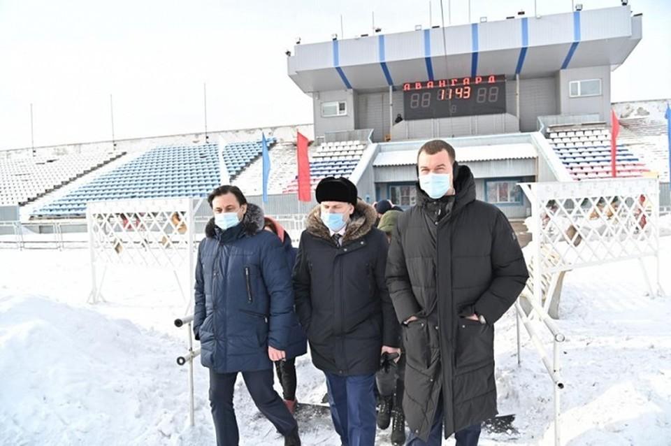 Визит в районы Хабаровского края Михаил Дегтярев традиционно начинает с посещения важных строек