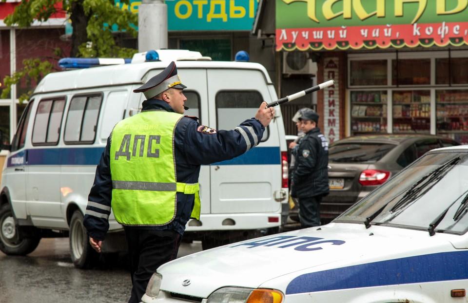 Сотрудники ДПС остановили водителя на Центральной улице
