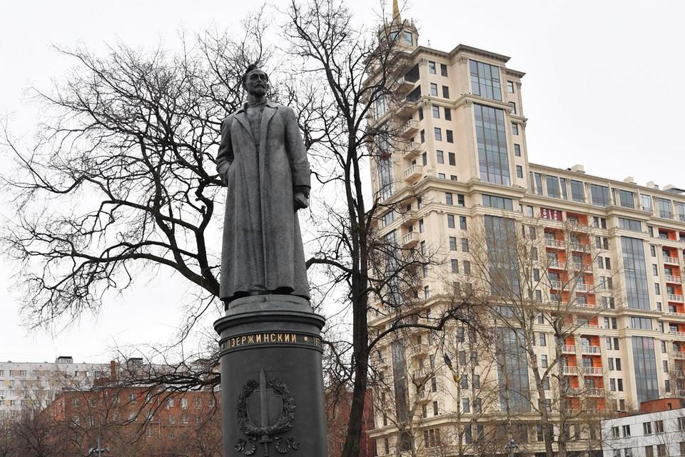 """Сейчас памятник Дзержинскому стоит в парке """"Музеон""""."""