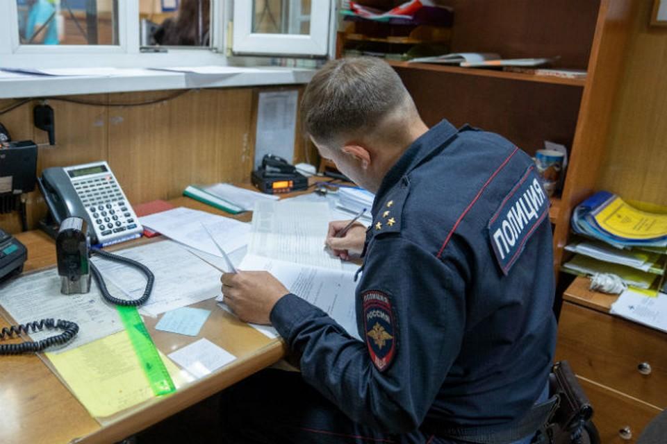 Мужчину с татуировками на ноге, разыскивают за совершение тяжкого преступления в Иркутске