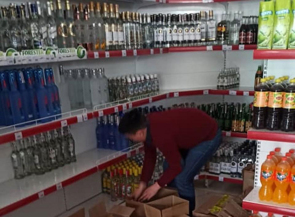 Контрафактную продукцию продавали на прилавках магазинов.