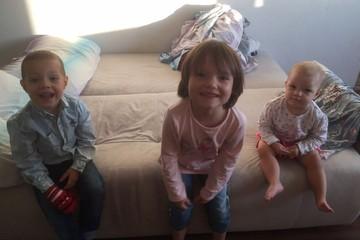 «Полуголых детей выволокли на мороз!»: медсестра из России рассказала, как полиция Германии силой забрала у нее трех малышей
