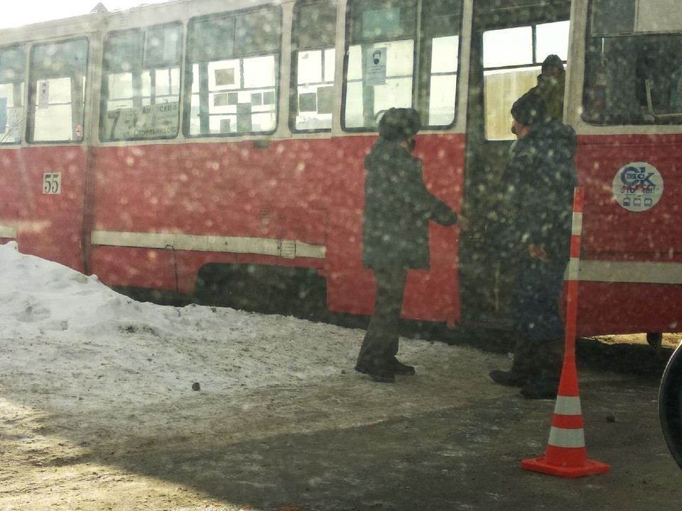 Трамвай в аварии сильно не пострадал.