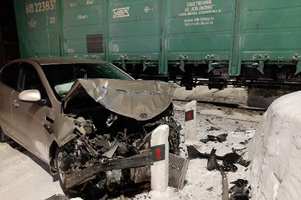 Удар пришелся прямо в локомотив грузового поезда. Фото: ГИБДД Апатитский