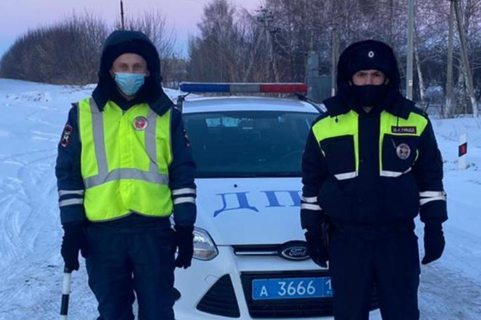 Сотрудники Госавтоинспекции помогли детям добраться до Казани
