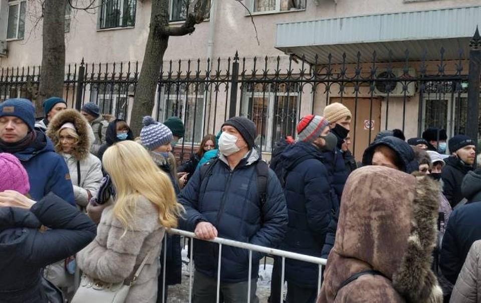 Около суда толпятся сочувствующие Анастасии Шевченко