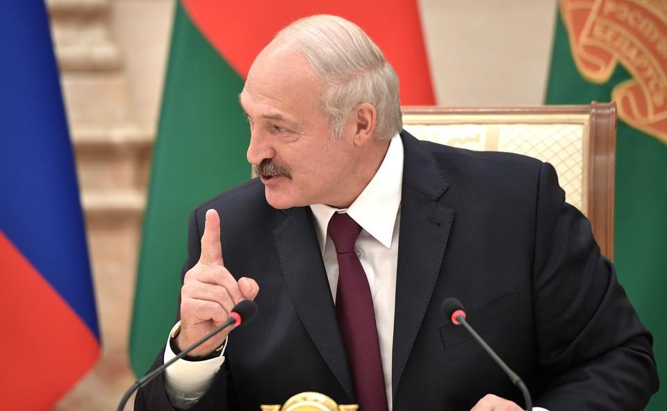 Белорусский лидер заявил, что не собирается просить у России новый кредит.