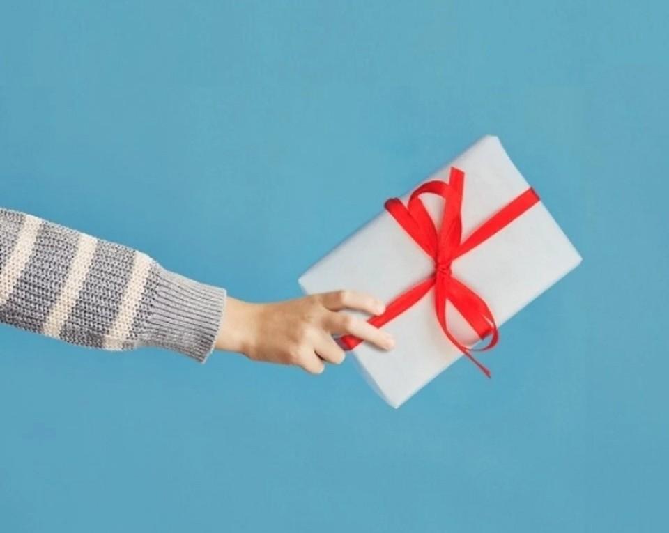 На 23 февраля мужчины предпочитают в качестве подарка деньги.