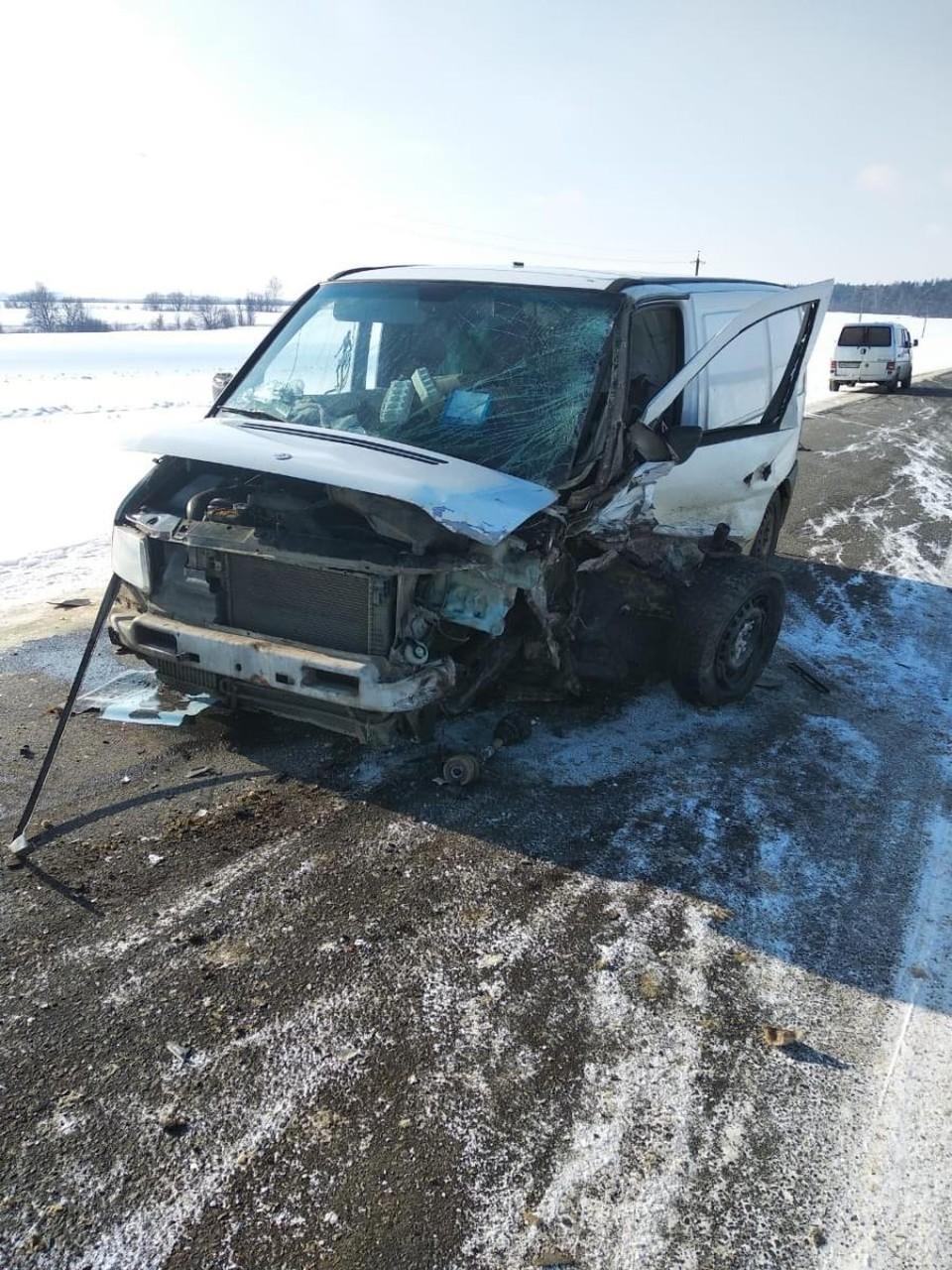 На дороге под Орлом в лобовой аварии пострадали два человека