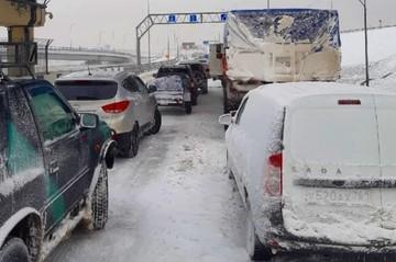 Власти сообщили, когда откроют движение по Крымскому мосту после сильных снегопадов