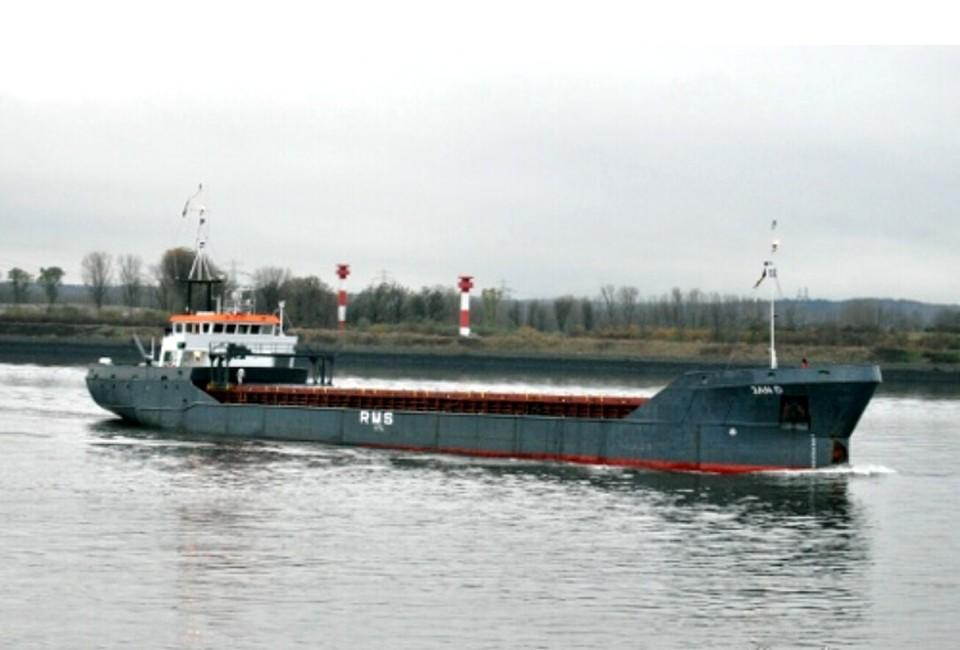 На данный момент судно оттягивают ближе к Порт-Кавказу.