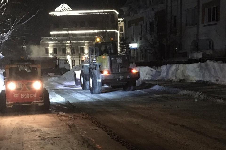 Снег вывозят ежедневно после 20.00. Фото: admkirov.ru