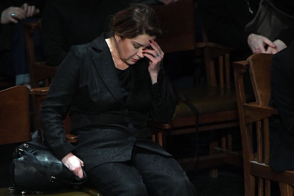 """60-летняя артистка тяжело переживает смерть звезды """"Иронии судьбы"""""""