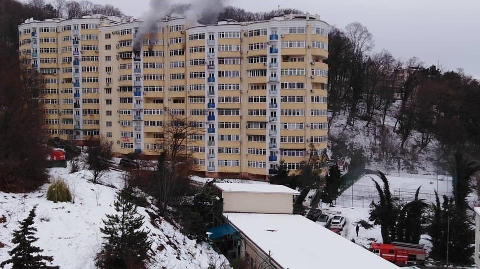 Пожар на улице Яблочной в Сочи. Фото: Виктория Анипченко