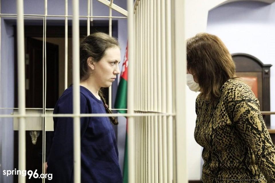 Укусившую омоновца во время жесткого задержания Наталью Раентову могут отправить в колонию. Фото: незарегистрированный правозащитный центр «Весна».