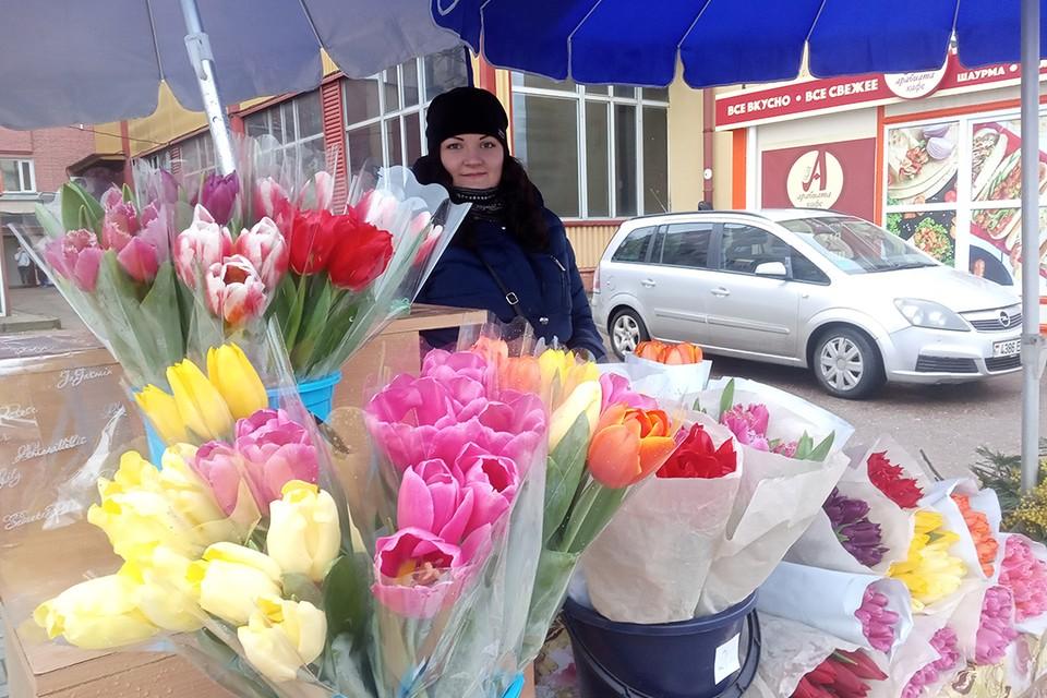 Продавать цветы может любой - по заявительному принципу, после уплаты единого налога и в специально отведенных местах.