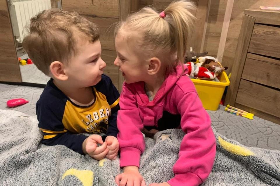 Не верили, что такое возможно: В Петербурге родились двойняшки с разницей в полтора месяца
