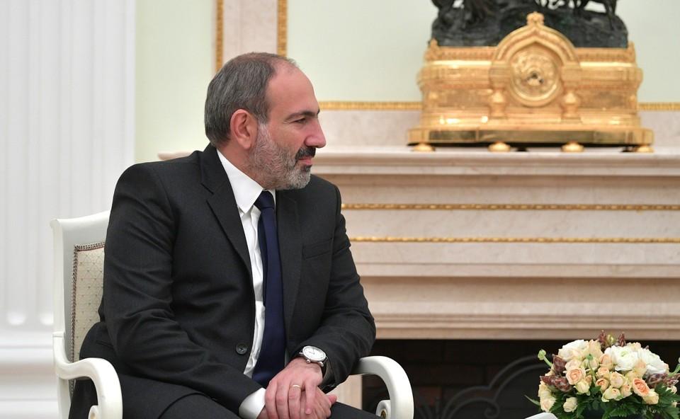Никол Пашинян уволил главу штаба ВС Армении, потребовавшего его отставки