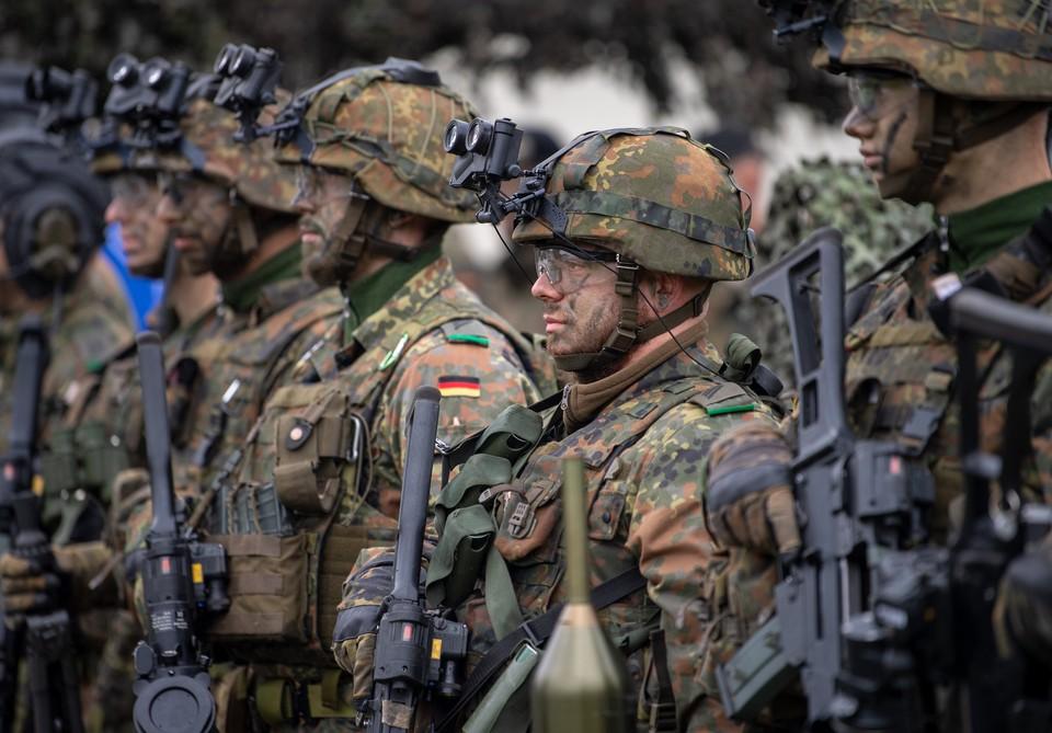Немецкие солдаты боевой группы Усиленного передового присутствия в городе Рукла, Литва.
