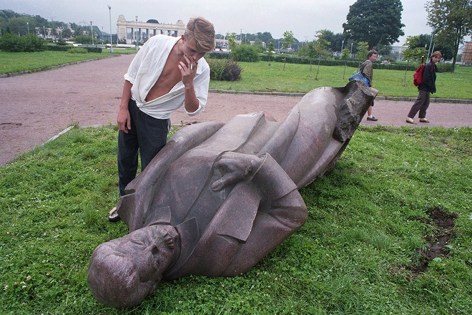 Москва, 1 сентября 1991 г. Памятник генсеку И.В. Сталину из запасников Третьяковской галереи. Фото: Денисов Роман/Фотохроника ТАСС