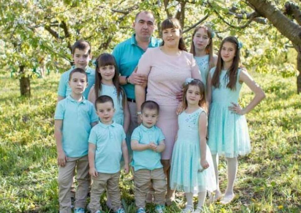 Павел и Елена Коноваловы воспитывают восьмерых детей. Фото: предоставлено героем публикации