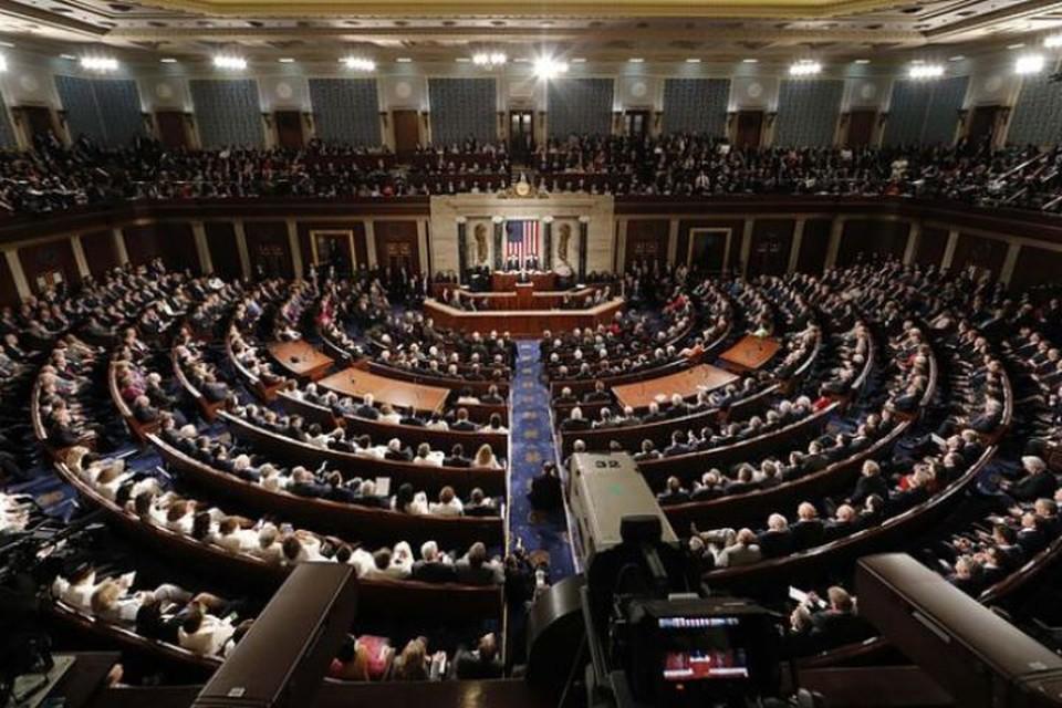 Американские законодатели предложили ограничить возможности президента США применять военную силу