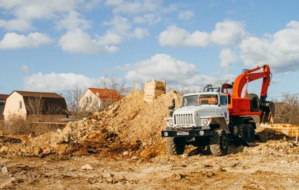 В ближайшие 20 метров на улице находились жилые дома и городские коммуникации. Фото: Пресс-служба МЧС Севастополя