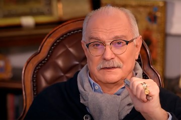 «Вы чего так возмутились? Не стоите этих денег?»: актеры испугались откровений Никиты Михалкова об их зарплатах по 200 тысяч в день
