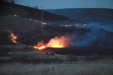 Огонь шел трехкилометровым фронтом: в Хакасии от степного пожара едва не загорелся поселок Шира
