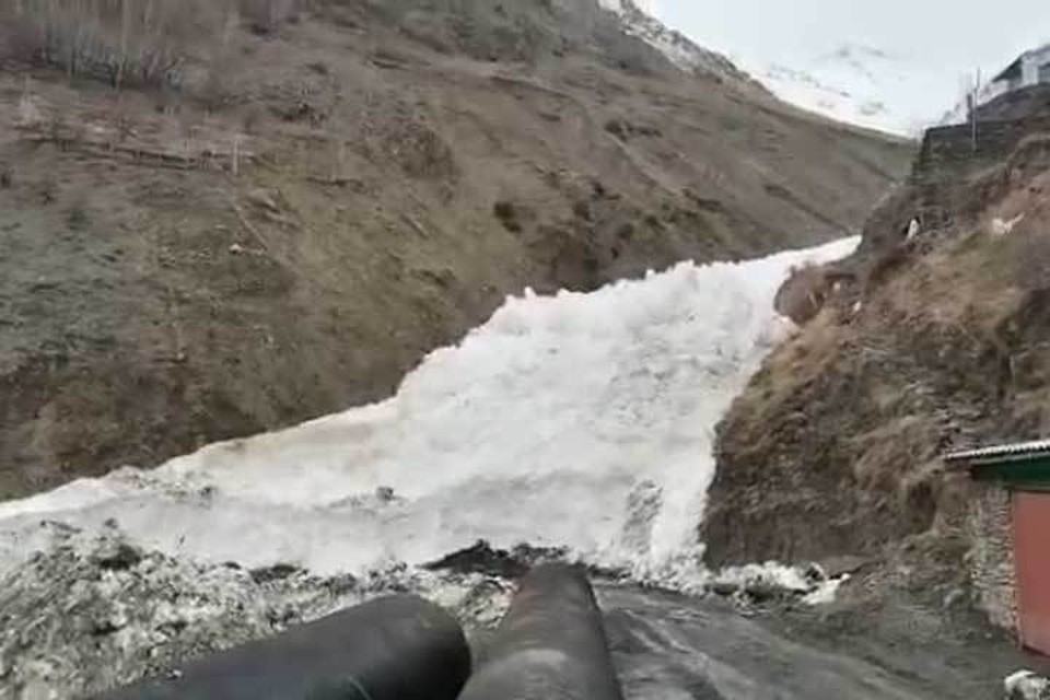 Сход лавины в Цахуре. Фото: Минтранс РД