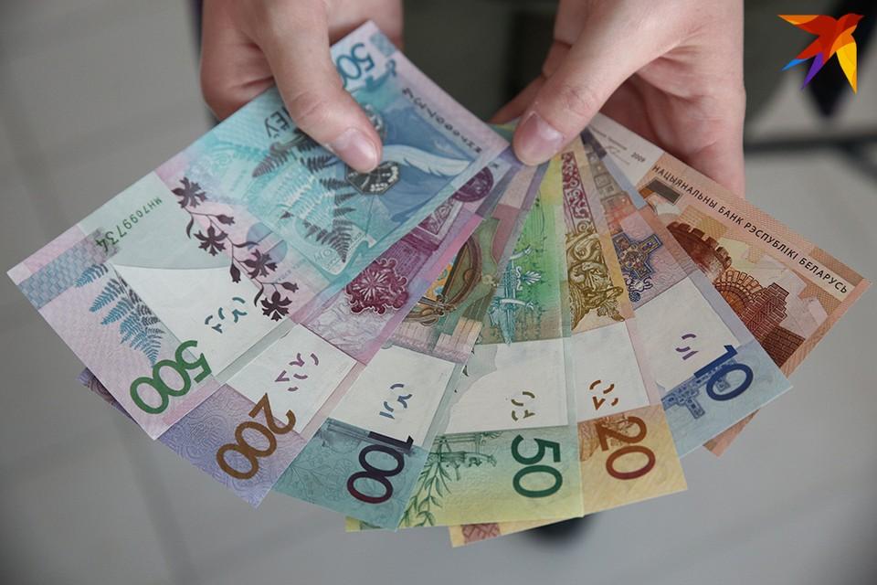 Если сократить число бюджетников и увеличить налоги, то можно будет найти деньги на увеличение зарплат, считает министр финансов.