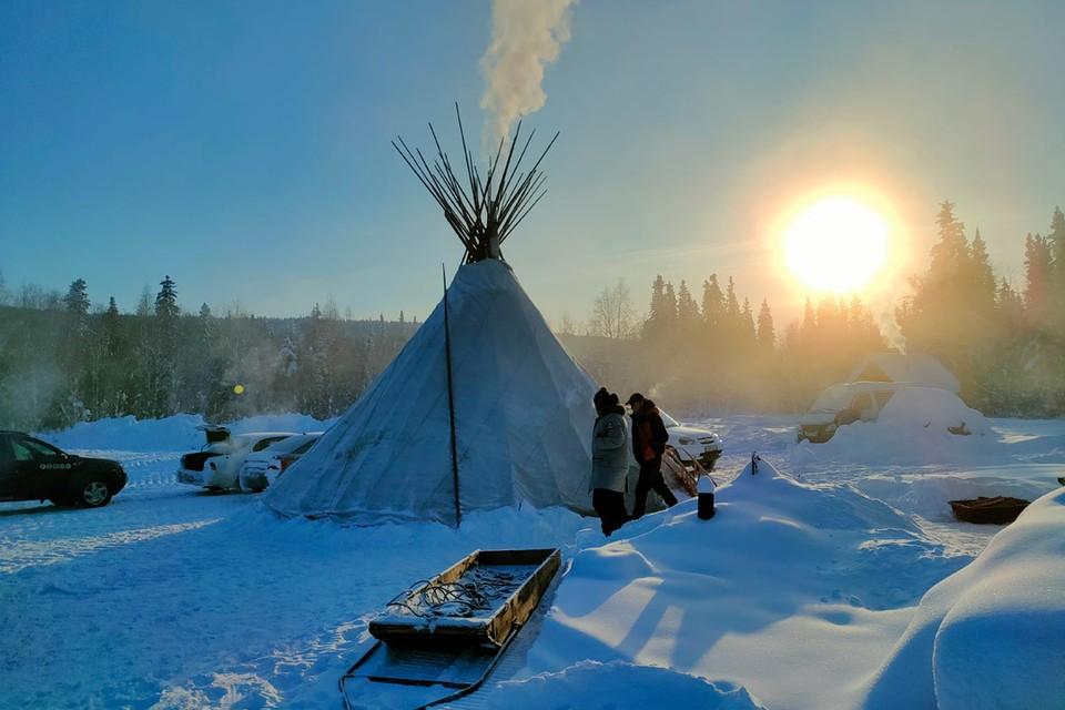Приполярный Урал притягивает путешественников невероятно красивой природой и экстремальными морозами. Чтобы выжить здесь в холода нужно особое питание и хорошая одежда.