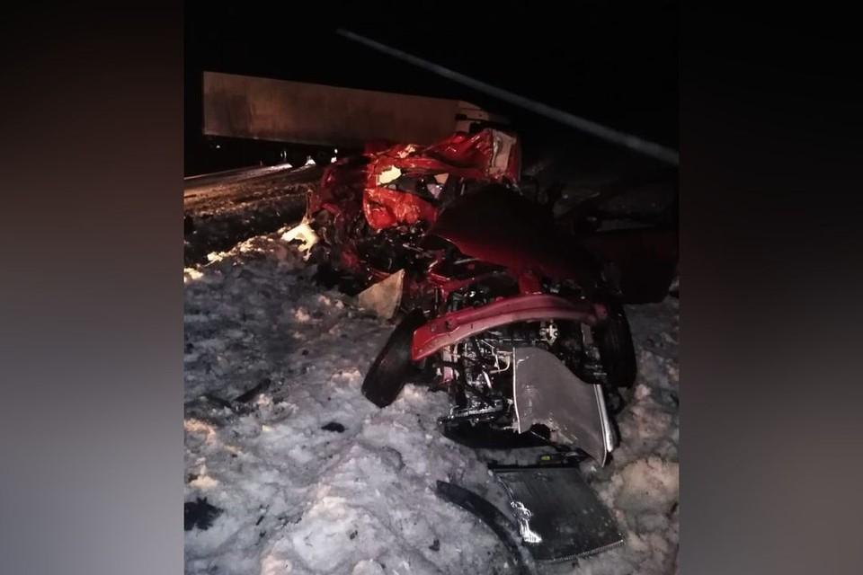 В страшной аварии с грузовиком погибла семья с маленьким ребенком. Фото: ГИБДД по Новосибирской области