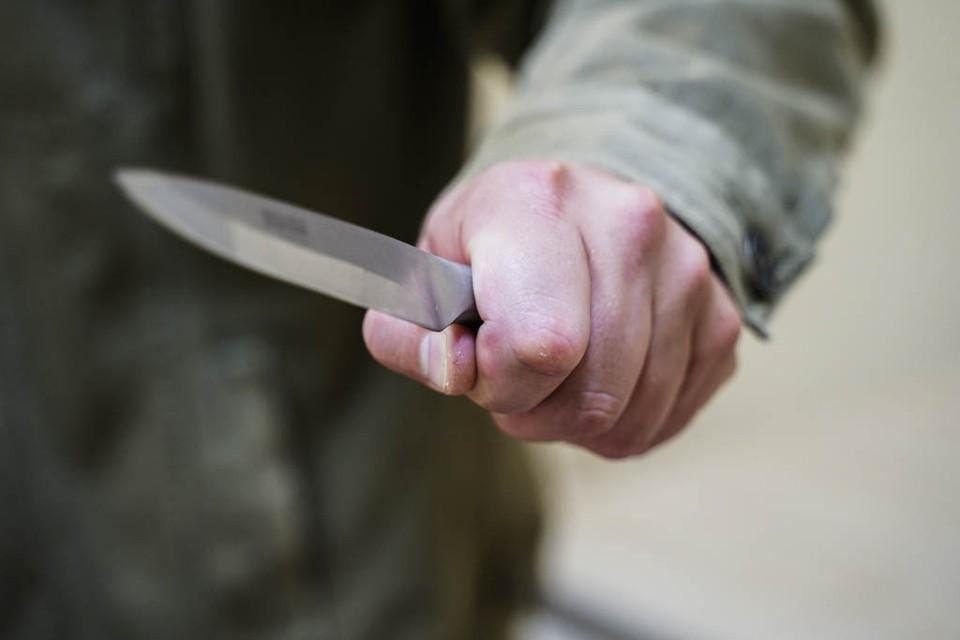 На теле подростка обнаружили многочисленные ножевые ранения.