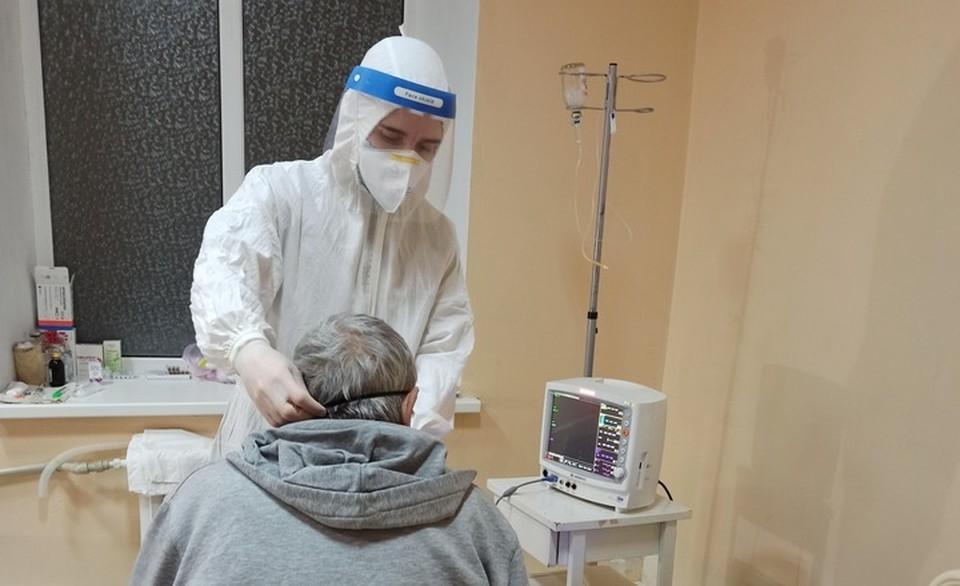 Андрей Михайлович не только проводит врачебные манипуляции, но и к каждому больному находит индивидуальный подход. Фото: из личного архива Андрея РЫБАЛКА