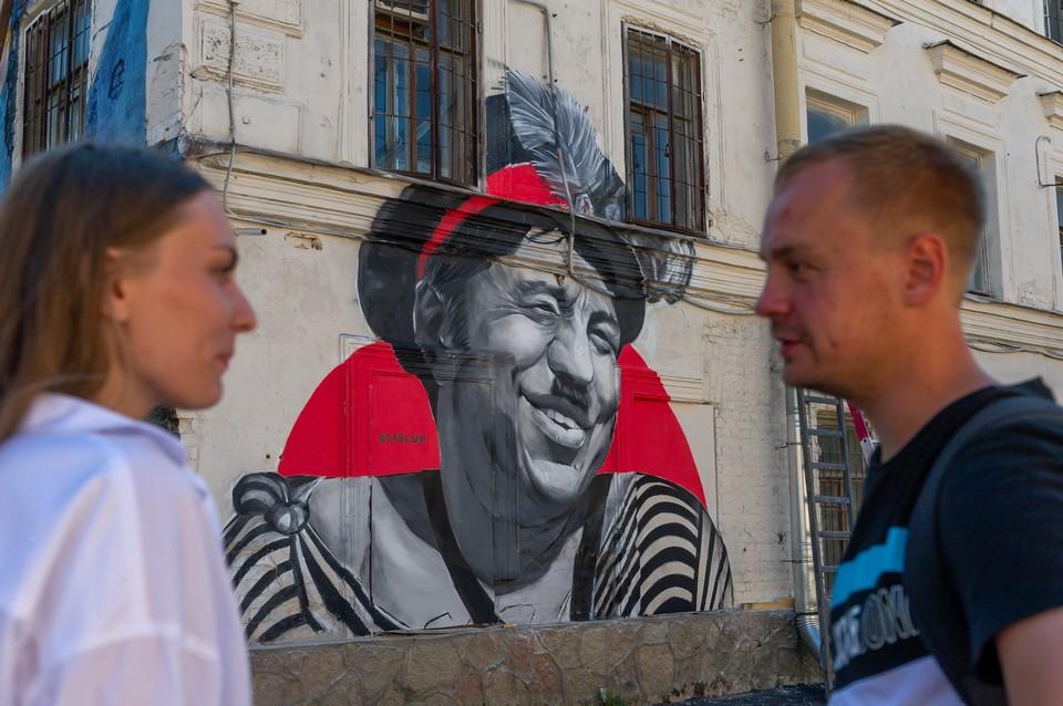 """Одной из первых должна появиться """"кино-улица"""", наполненная разными активностями: от граффити до медиафасадов и кинотеатра под открытым небом."""