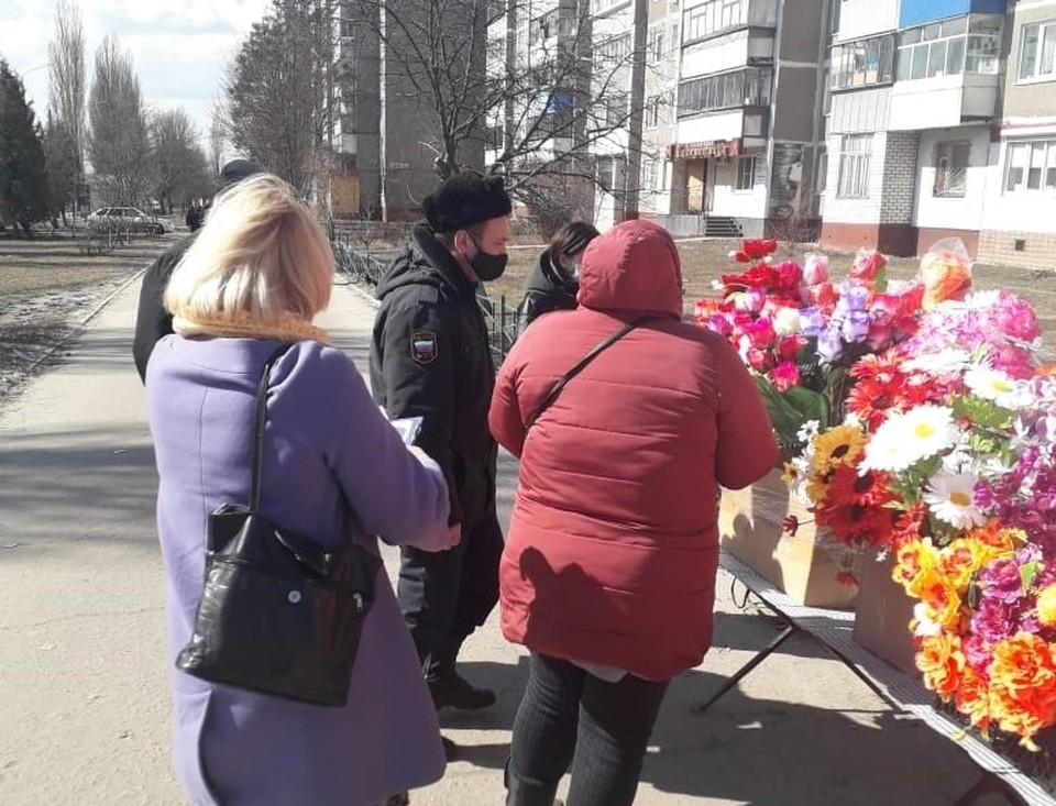 На улице Косухина и проспекте Дружбы судебные приставы изъяли товар у трех торговцев