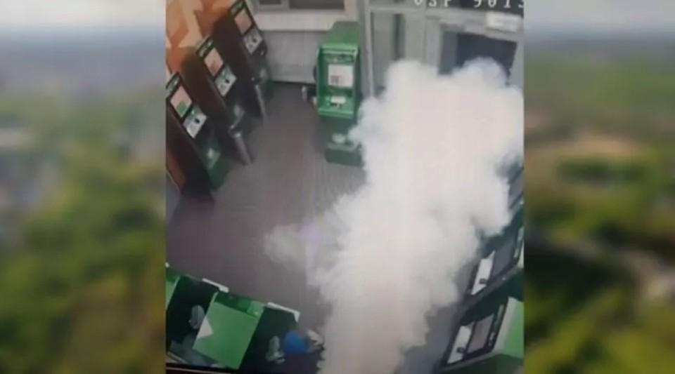Как в кино: бандиты в масках, взорванный банкомат и много денег (Фото: riavrn.ru).