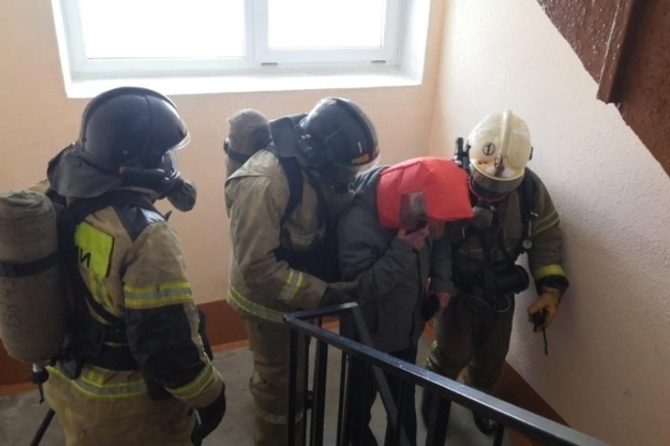 Четверых человек спасли при пожаре в Новокузнецке. ФОТО: ГУ МЧС России по Кемеровской области