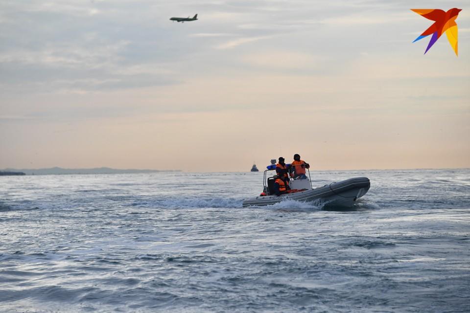 Чтобы спасти рыбаков, к месту происшествия вышли спасатели аварийно-спасательной службы Центра по ГО и ЧС ЗАТО Александровск.
