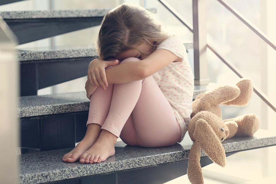 По словам ребенка, ее жестоко наказывает приемная мама