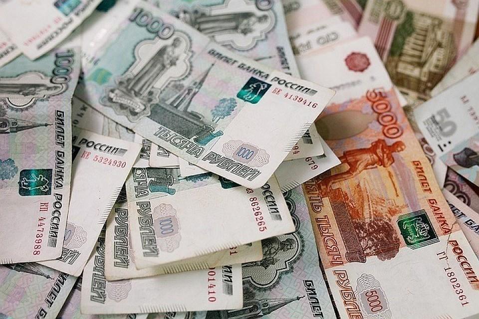 Утверждается, что они оформляли кредиты на подставных лиц, а после обналичивали выданные деньги.