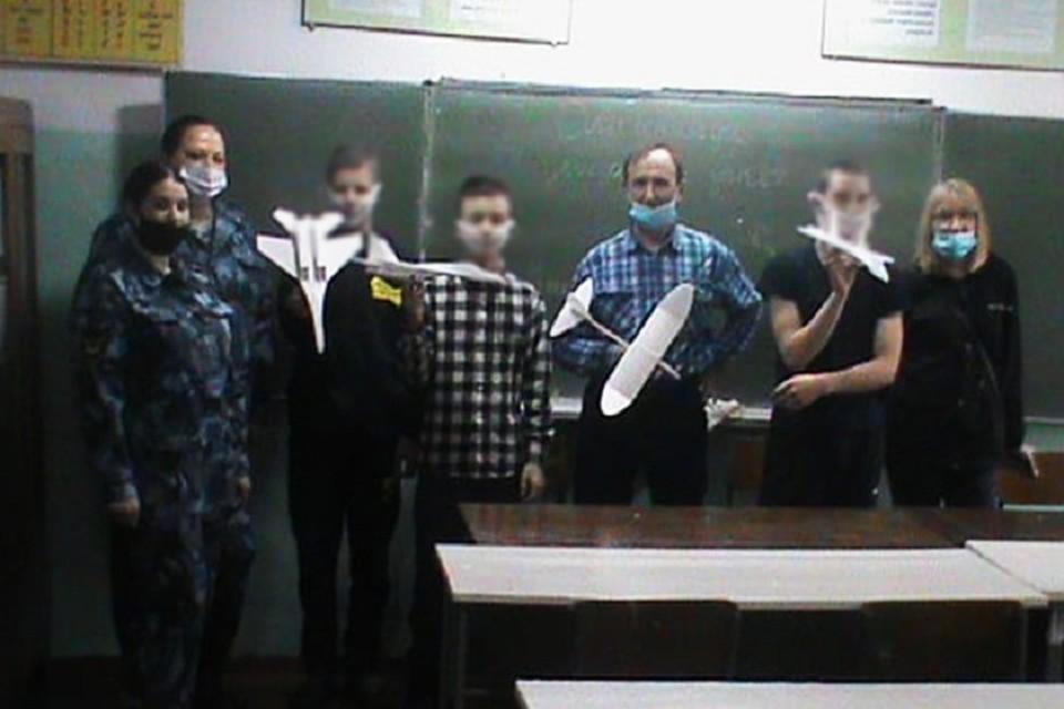 Заключенные подростки делали самолеты из пенопласта в Хабаровском крае