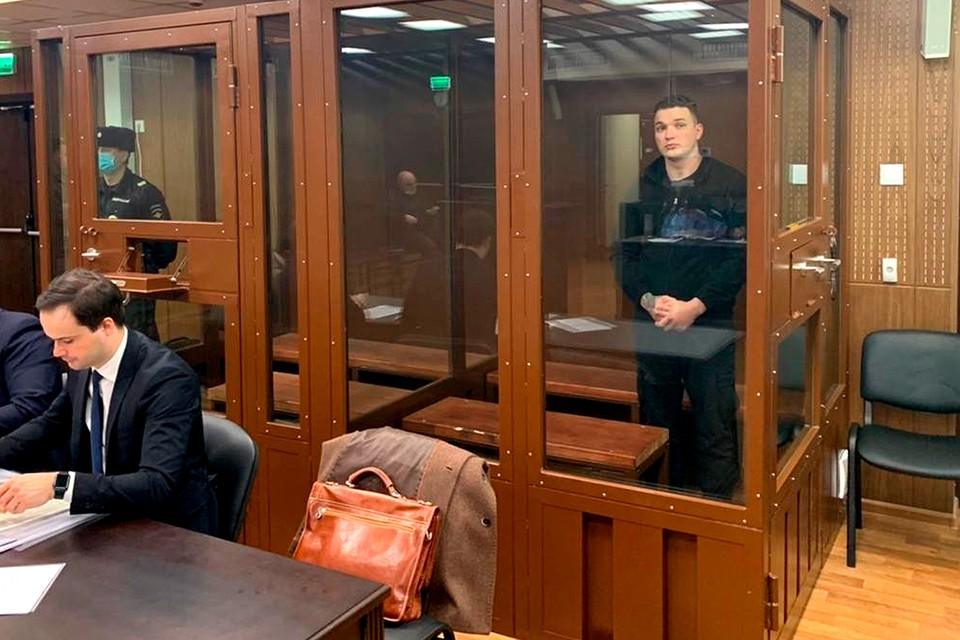 Блогер Эдвард Бил (настоящее имя - Эдуард Биль), обвиняемый в совершении ДТП на Садовом кольце 1 апреля, во время рассмотрения ходатайства следствия об избрании ему меры пресечения. Фото предоставлено пресс-службой Тверского суда.