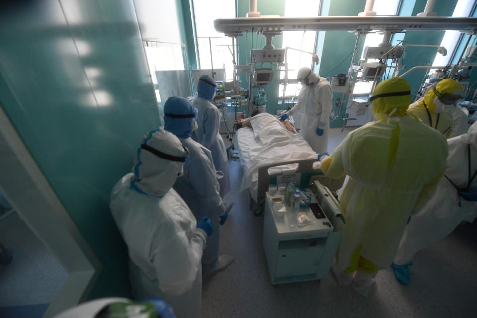 Сейчас в тяжелом состоянии остаются 90 пациентов инфекционных стационаров.