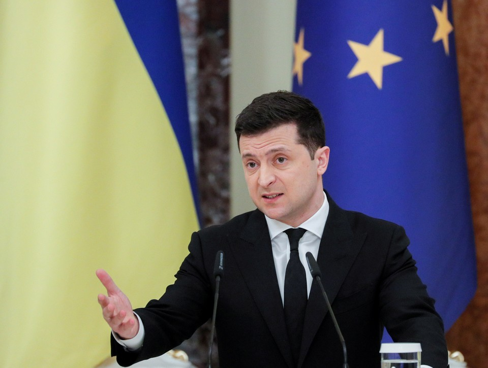 Зеленский сообщил премьеру Британии об обострении ситуации в Донбассе