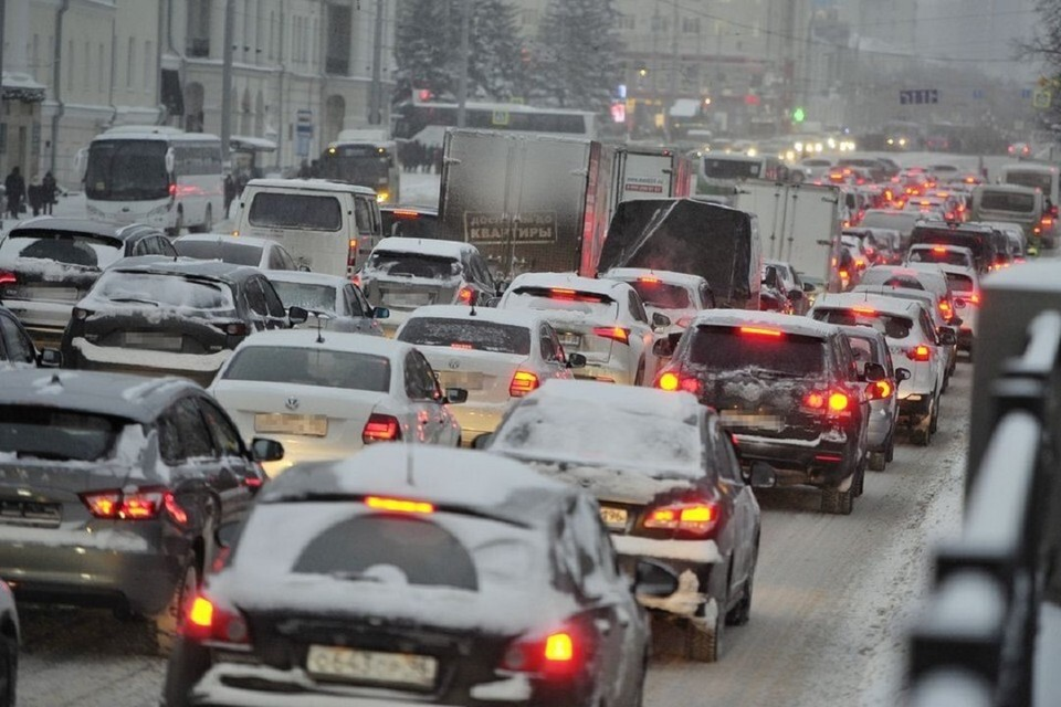 Новосибирск сковали пробки в 7 баллов.
