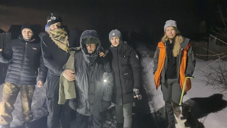 Пенсионера нашли волонтеры среди пустых дач. Фото: ПСО «ЛизаАлерт»